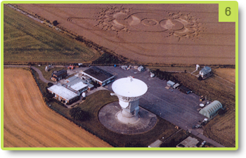 The antenna of the observatory and the crop circle representing an antenna - Chibolton - August 2000